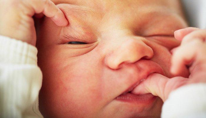 brzydki noworodek