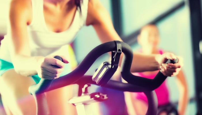 10 rzeczy, które uniemożliwiają mi skupienie się na treningu na siłowni