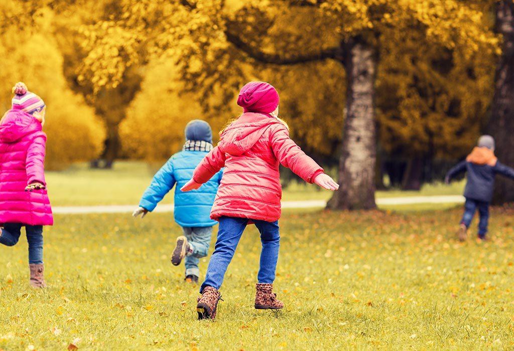 Dzieci bawiące się, gdzie biegać następny