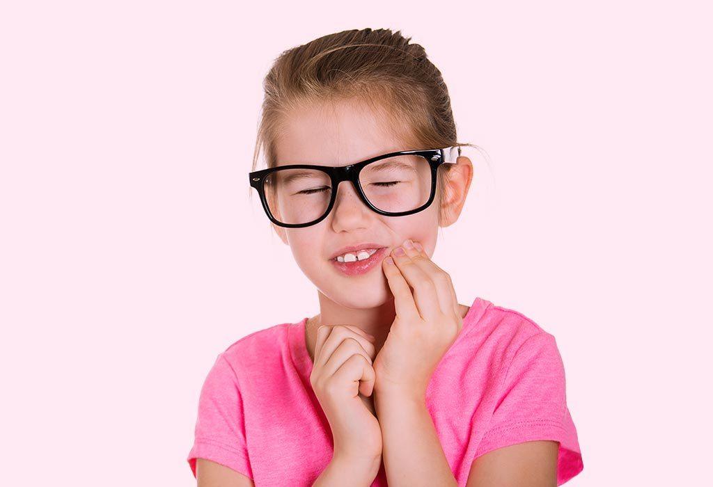 Dziewczyna z bólem zęba
