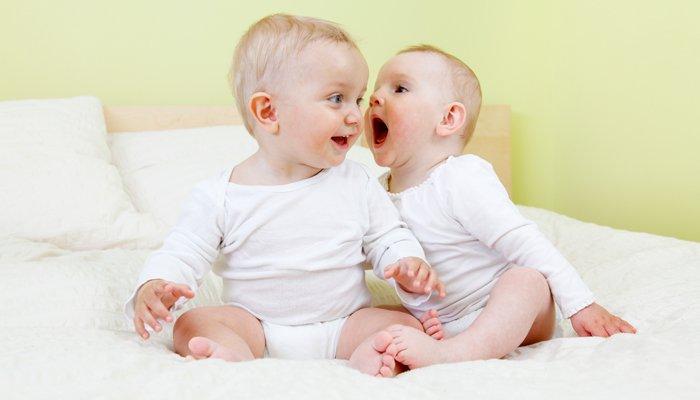 karmienie piersią bliźnięta