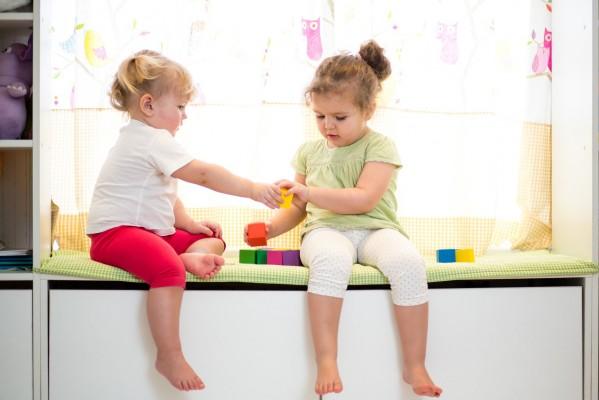 sf-toddler-girls-sharing