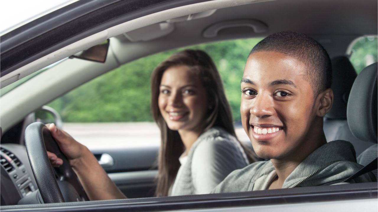 kupując nastolatkowi samochód