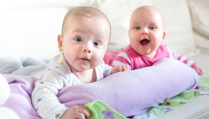 5 pozytywnych komentarzy, które sprawiają, że bliźniacze matki śmieją się histerycznie