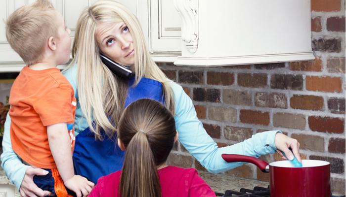 Dlaczego każda mama potrzebuje kogoś, kto będzie jej kołem ratunkowym, aby rozsądnie wychowywać dzieci