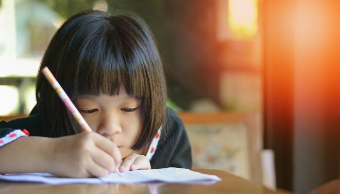 Dlaczego nie przejmuję się moim dzieckiem uczącym się pisania kursywą