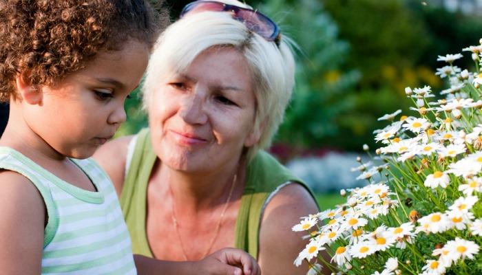 Daj swoim dzieciom trochę wolności w domu ich dziadków