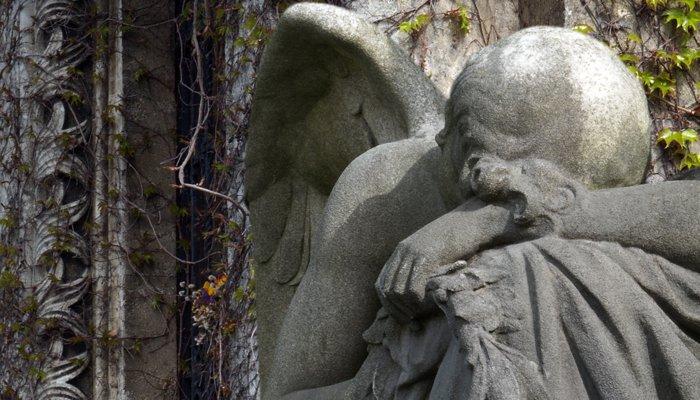 płaczący anioł