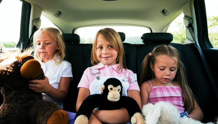 little-girls-in-minivan