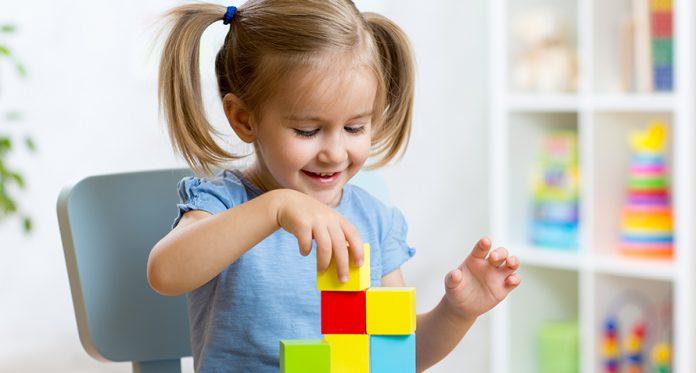 lekcje-których-nigdy-nie-znałeś-dzieci-mogą-się-nauczyć-od-zabaw-klocków