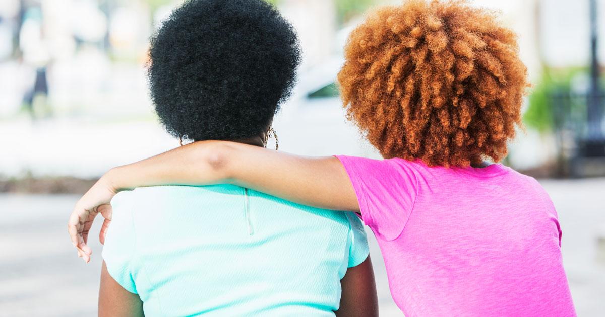 Macierzyństwo jest samotne i potrzebuję moich przyjaciół, aby byli moją liną życia