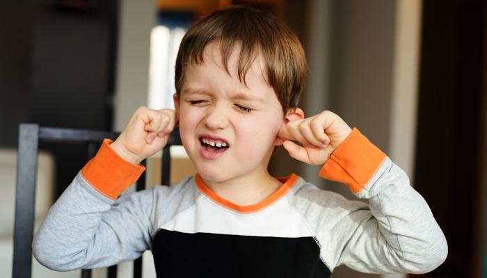 uszy chłopca