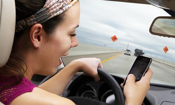 Nastoletni kierowcy zwiększają stawki ubezpieczenia rodzin w stanie Michigan