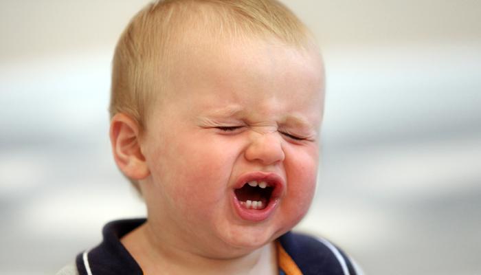napad złości chłopca