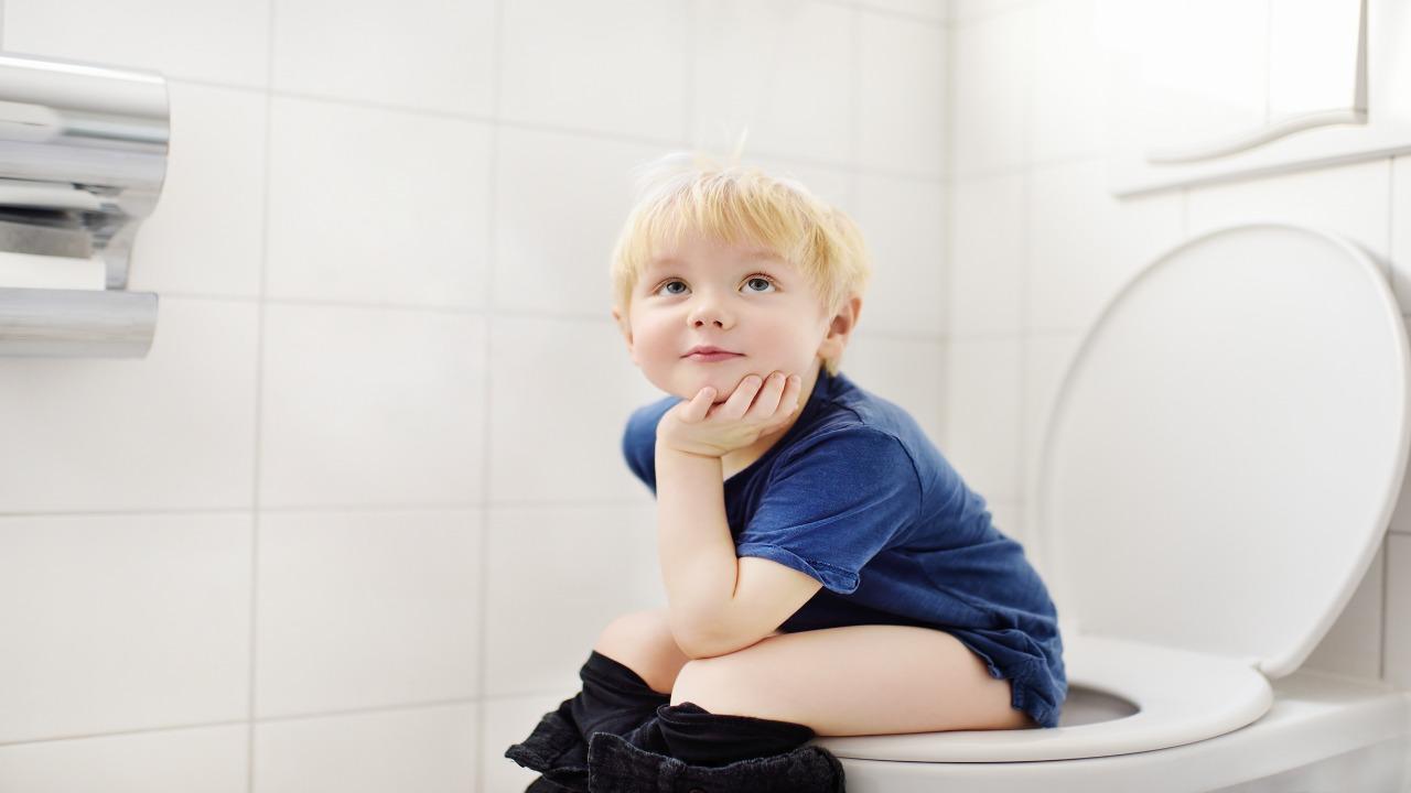 Dzieciak z toalety