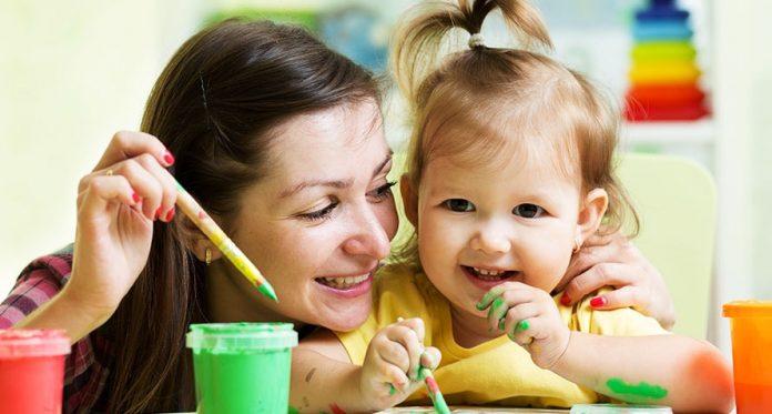 proste czynności dla dziecka przy użyciu artykułów gospodarstwa domowego