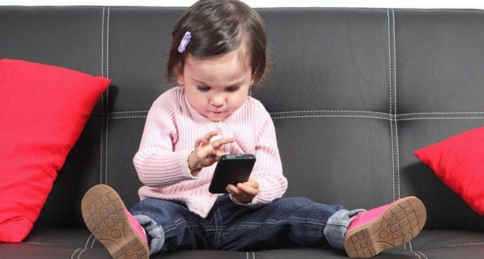 rodzice, uwaga, w ten sposób gadżety szkodzą Twojemu dziecku