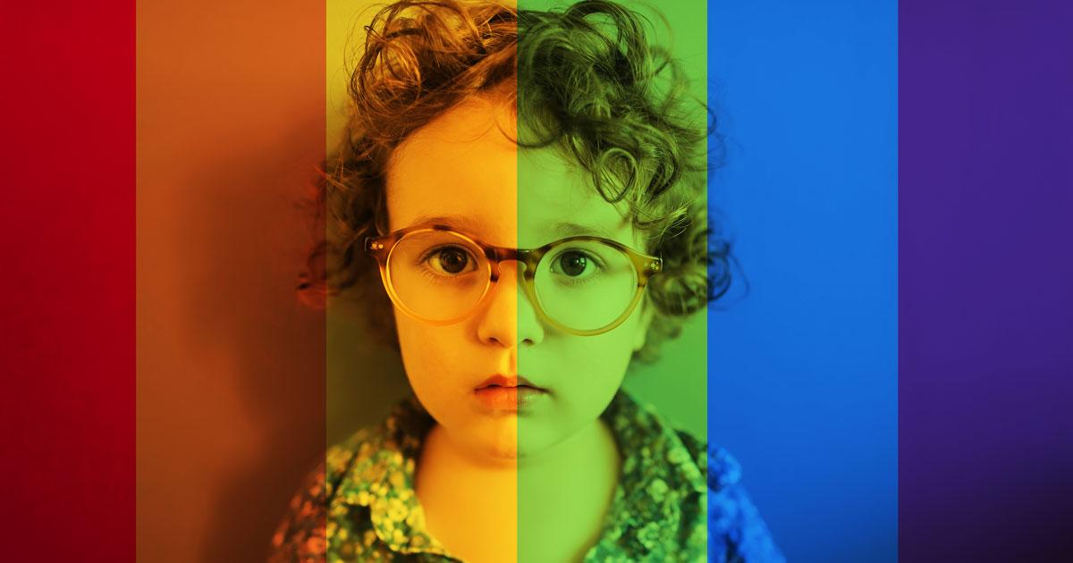 """Społeczność LGBTQ nie """"dezorientuje"""" dzieci, ale twoja bigoteria tak"""