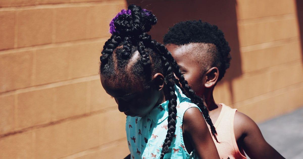 czarny-syn-z-innymi-dziećmi-1