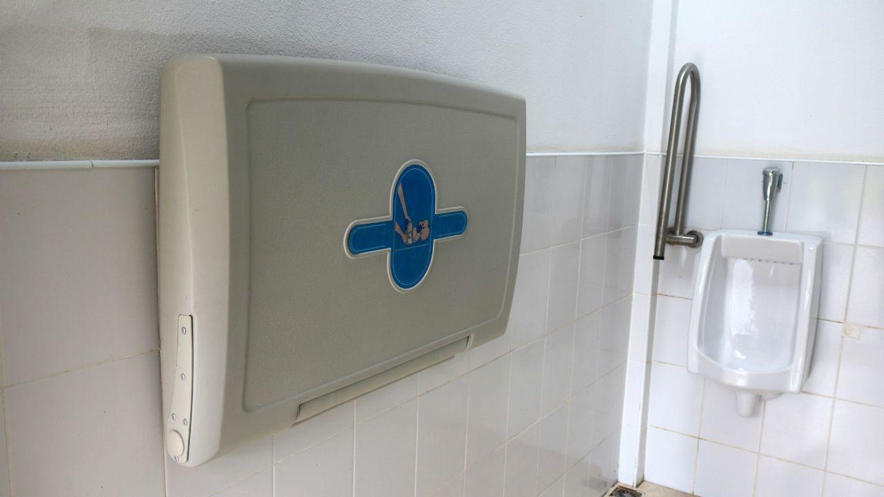 przewijaki w męskich toaletach