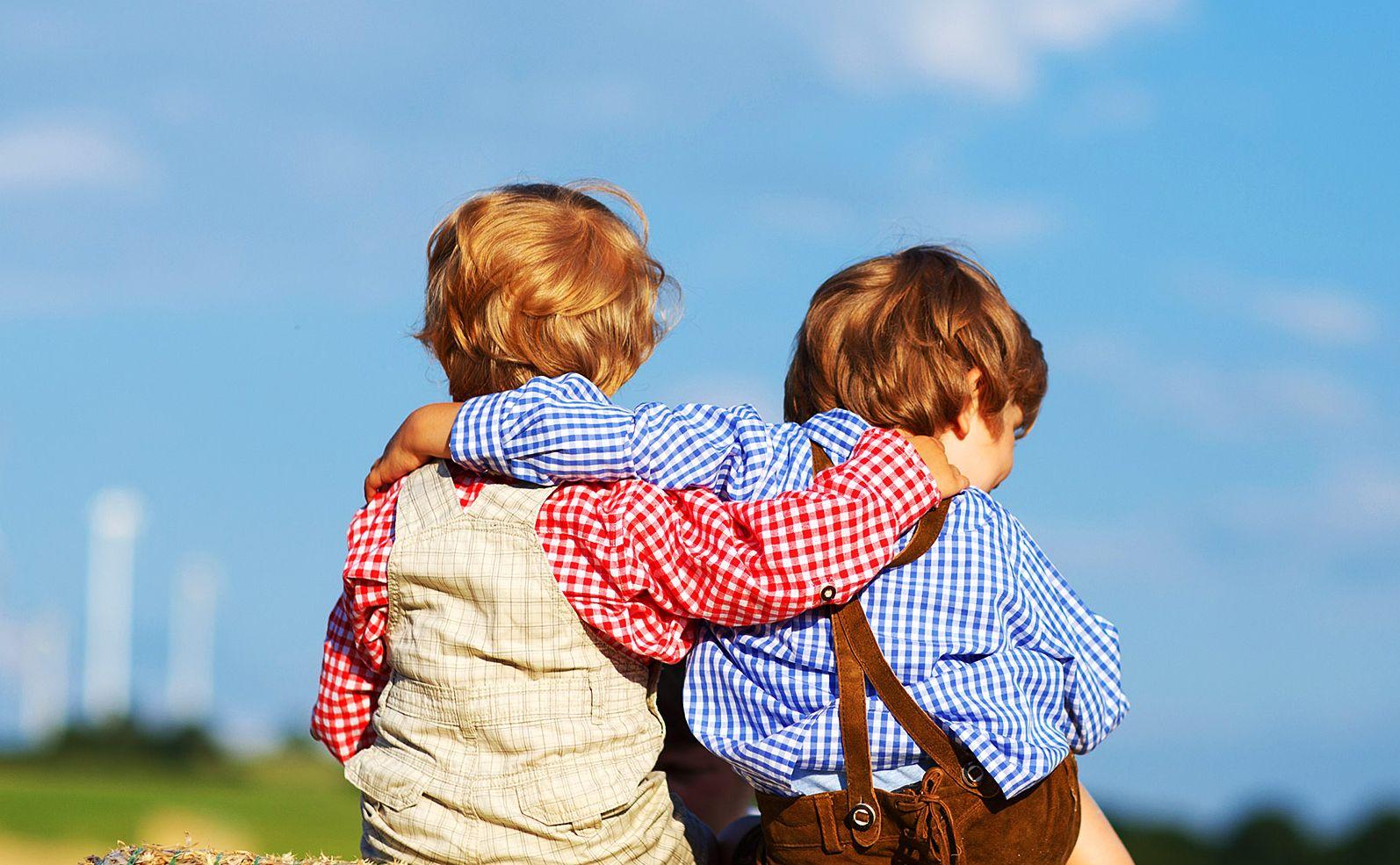 wszystko-to-potrzebne-moje-pierwsze-sześć-lat-z-bliźniakami-wyposażone